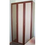 Офисный шкаф для одежды со складными дверями