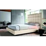 Современная кровать в мягкой обвязке